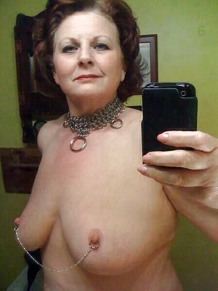 Selfie mature soumise