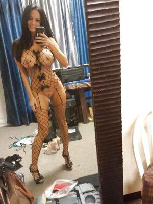 Selfie super sexy d'une nana en lingerie coquine