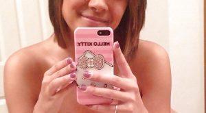 Selfie de mes seins avec la marque du maillot