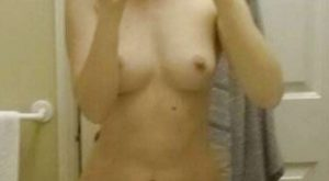 Selfie nu avec une tablette