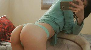 Selfie en levrette sur mon fauteuil